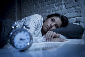 Jak raz jedna noc złego snu może dodać do zwiększenia masy ciała, utraty mięśni